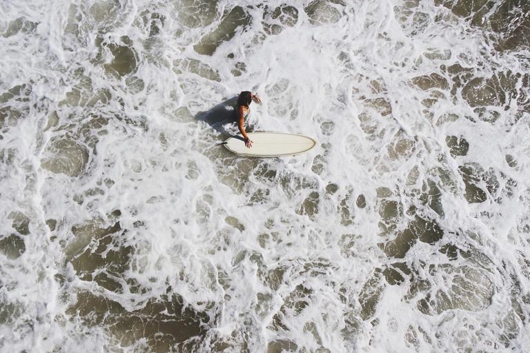 ¿Cómo afecta el viento a las olas?